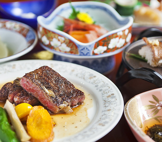 Please savor taste of Japanese cuisine in each season.