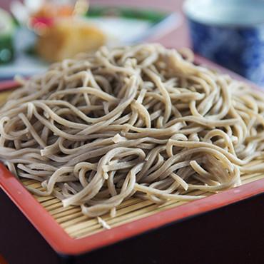 靜心亭的日本蕎麥麵、是採用自家菜園種植的蕎麥研磨成蕎麥粉、每天都配合住宿旅客的人數,當天在店內製作、是道地又最新鮮的蕎麥麵。